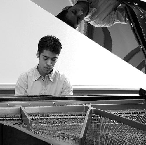 Juan Zurutuza, pianist