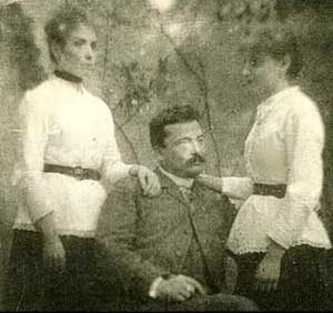Pascoli with his sisters